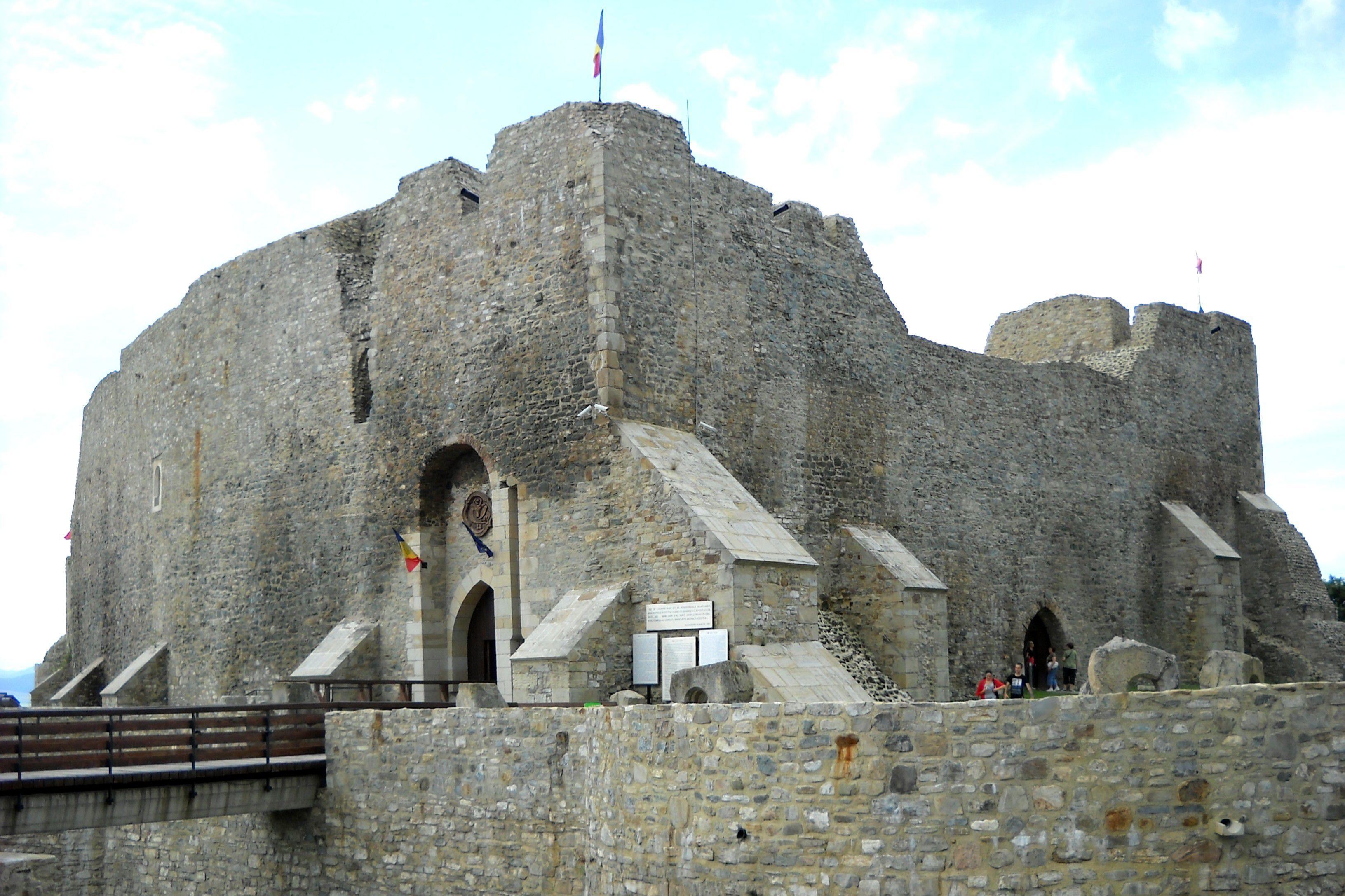La entrada a las ruinas de la fortaleza de Neamt