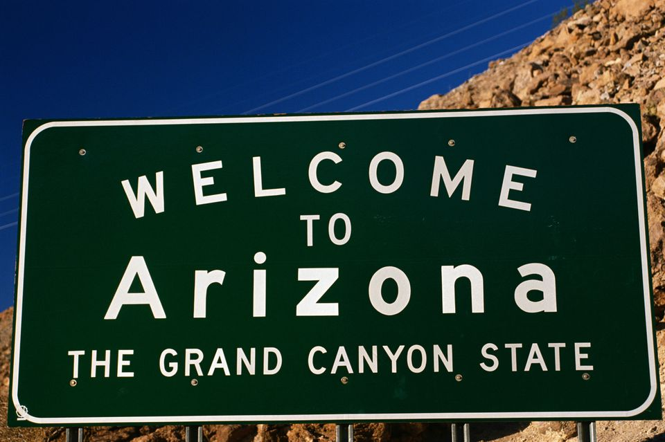 Welcome to Arizona road sign