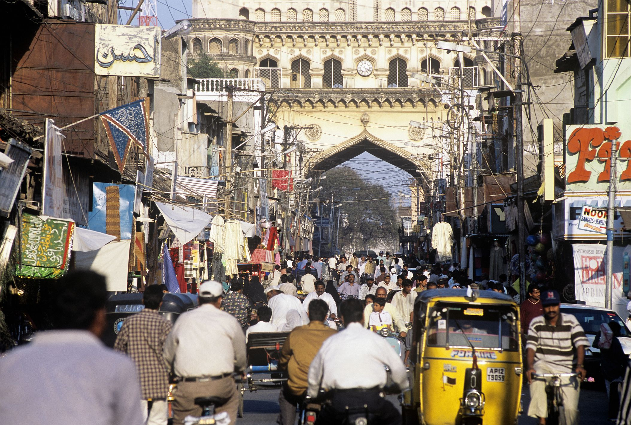 12 Most Crowded Places in India that Will Astonish You