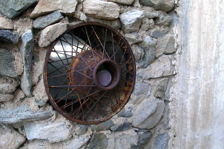 Mystery castle hubcap