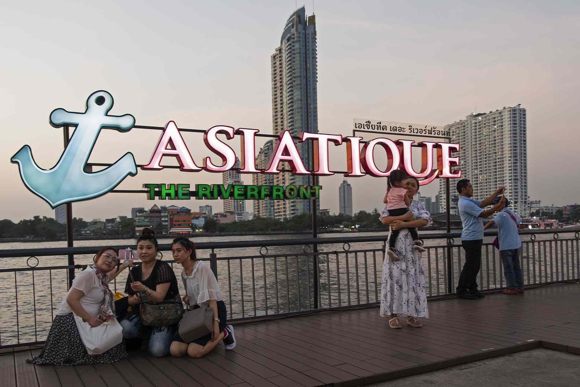Asiatique waterfront