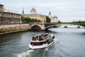 Tour boat cruising down the SEine