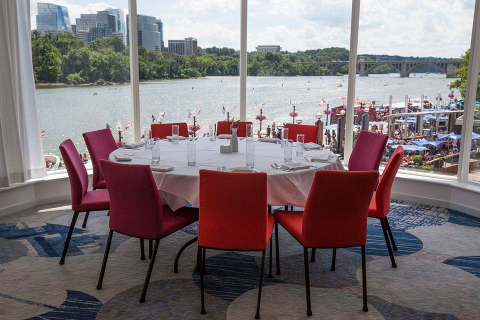 Washington DC Restaurants With A Great View - Table restaurant dc