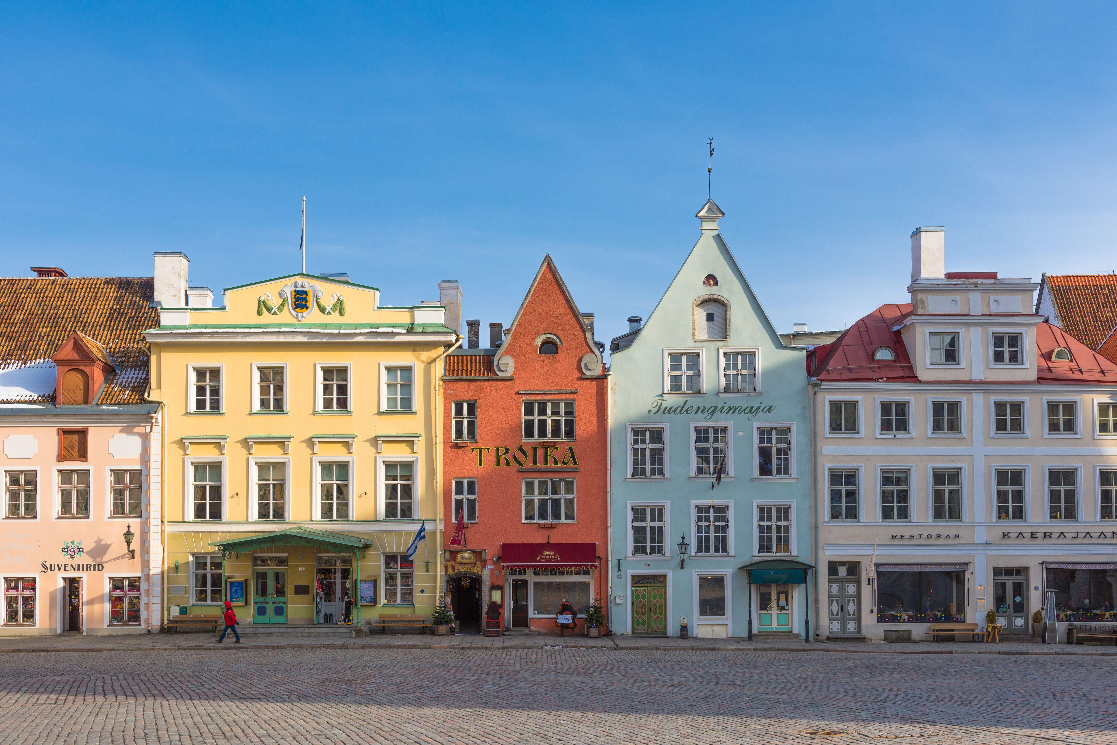 Distrito del casco antiguo con la arquitectura única del Báltico, Tallin, Estonia
