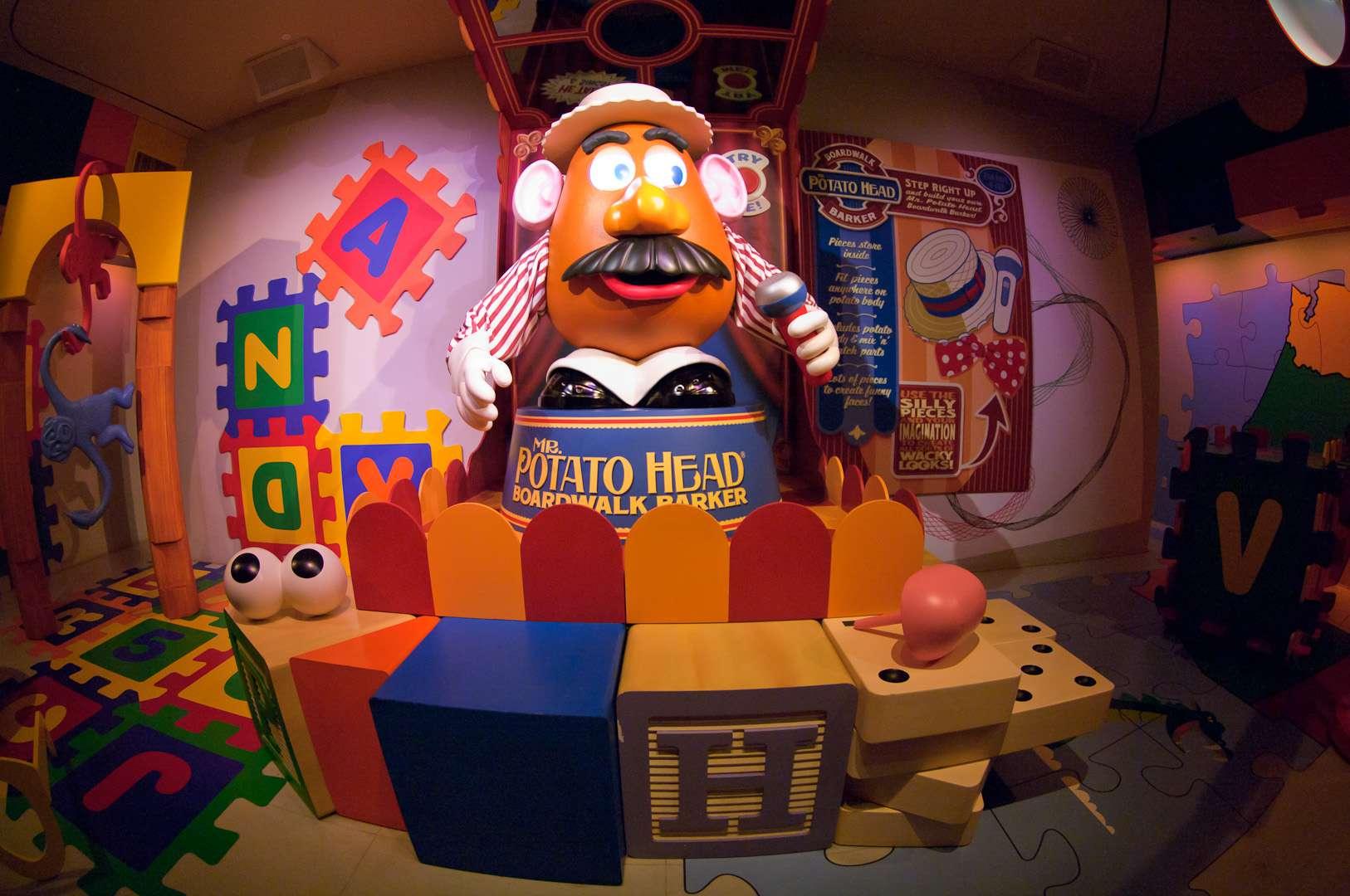 Mr. Potato Head en Toy Story Midway Mania queue