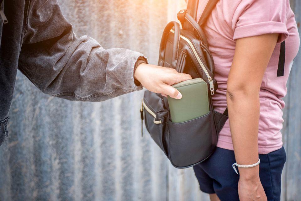 pickpocketing a tourist