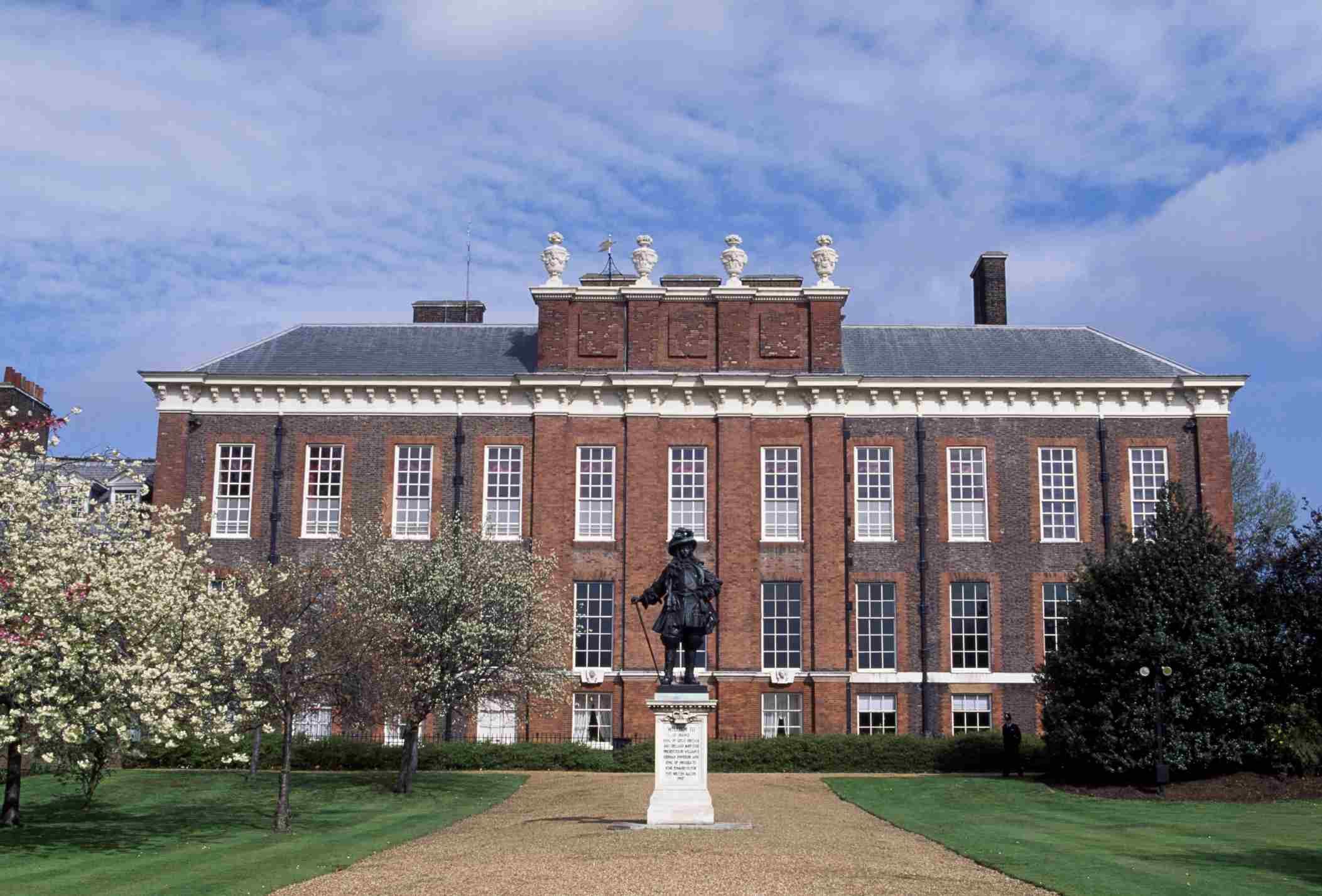 Kensington Palace with the statue in front.