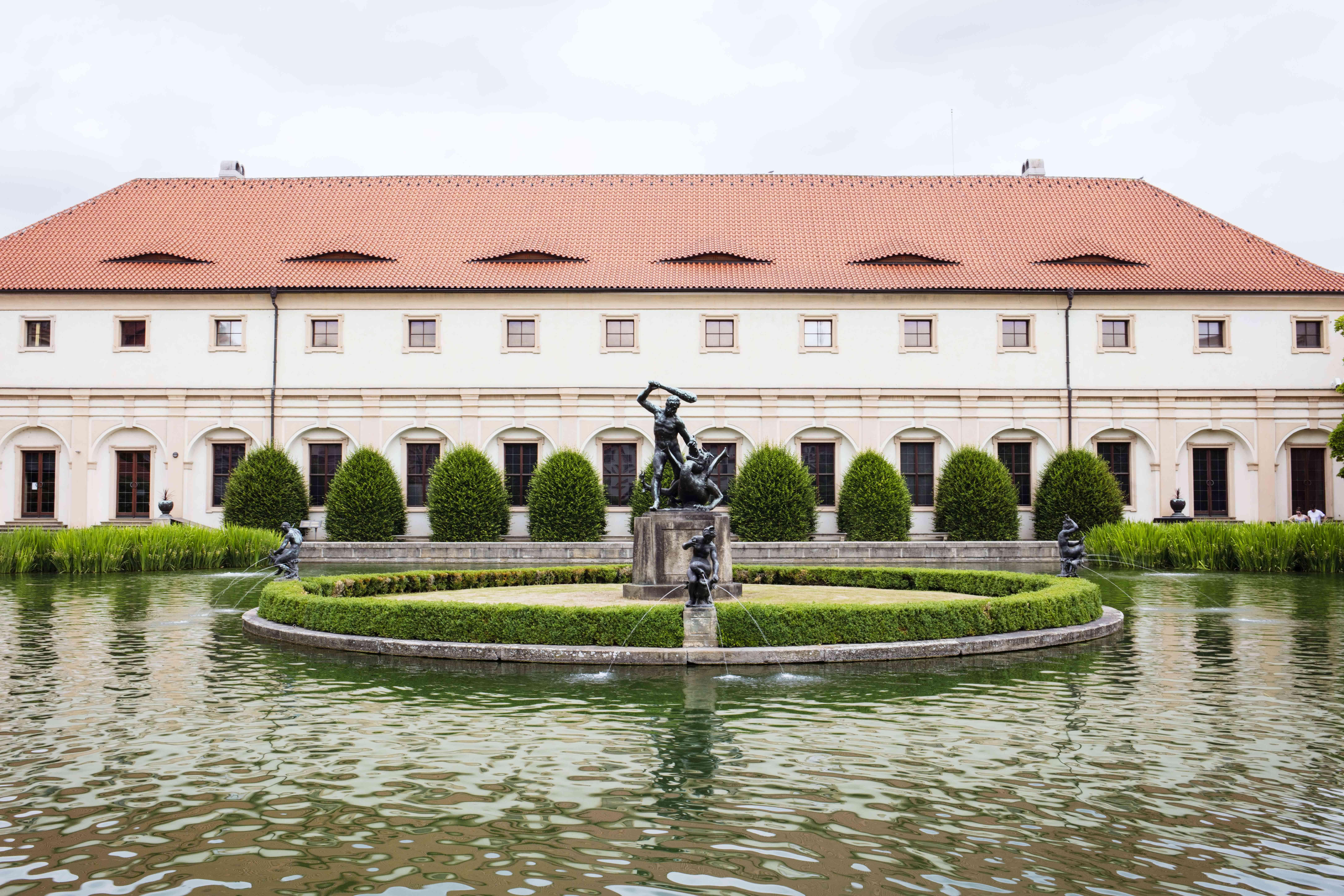 Una fuente en los jardines Wallenstein