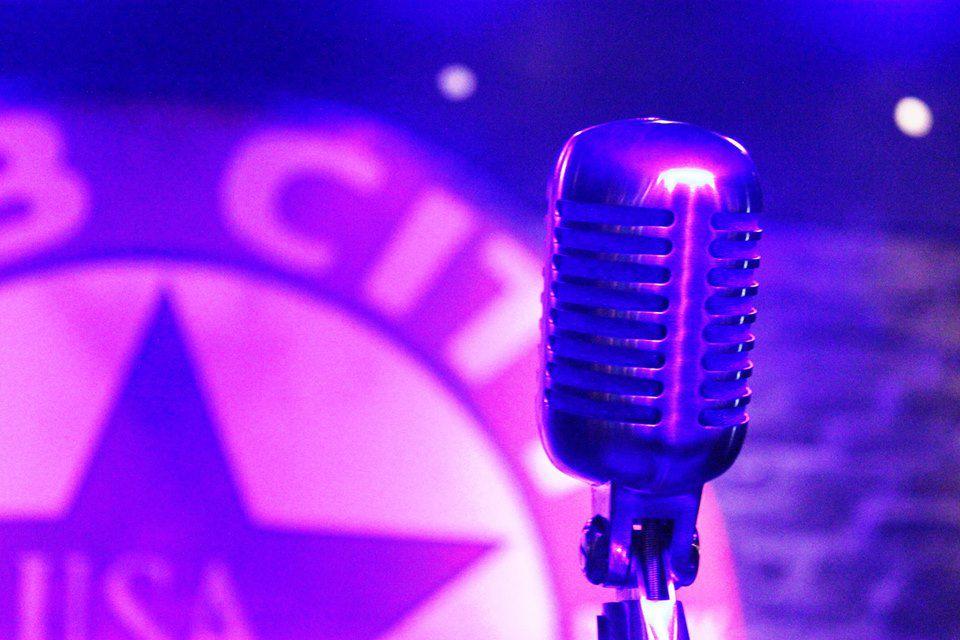 Bub City offers its regular karaoke night on Christmas Eve.