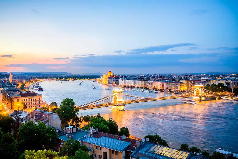 Hungría, Budapest, Vista de Pest desde Buda