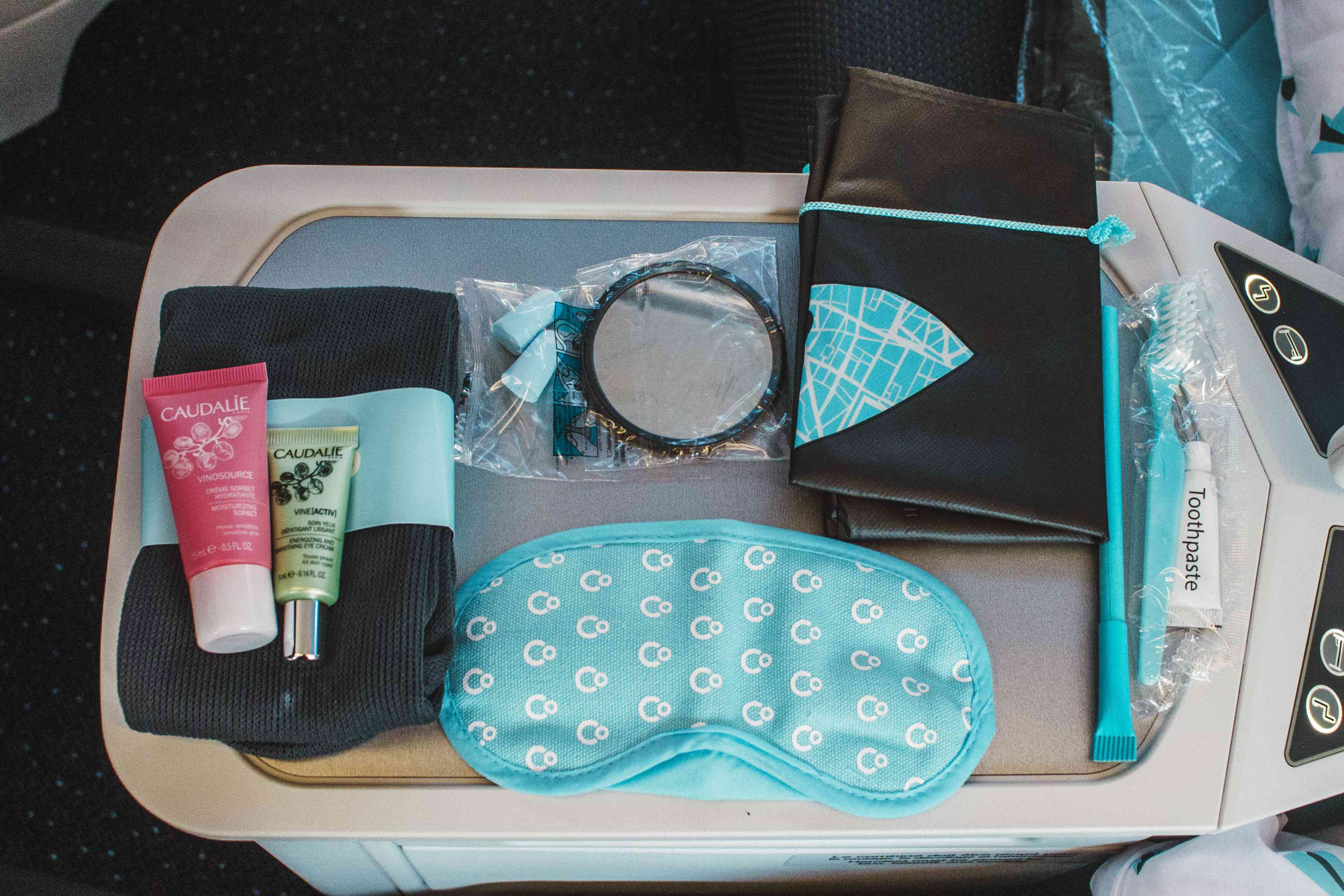 Contents inside the amenity kit