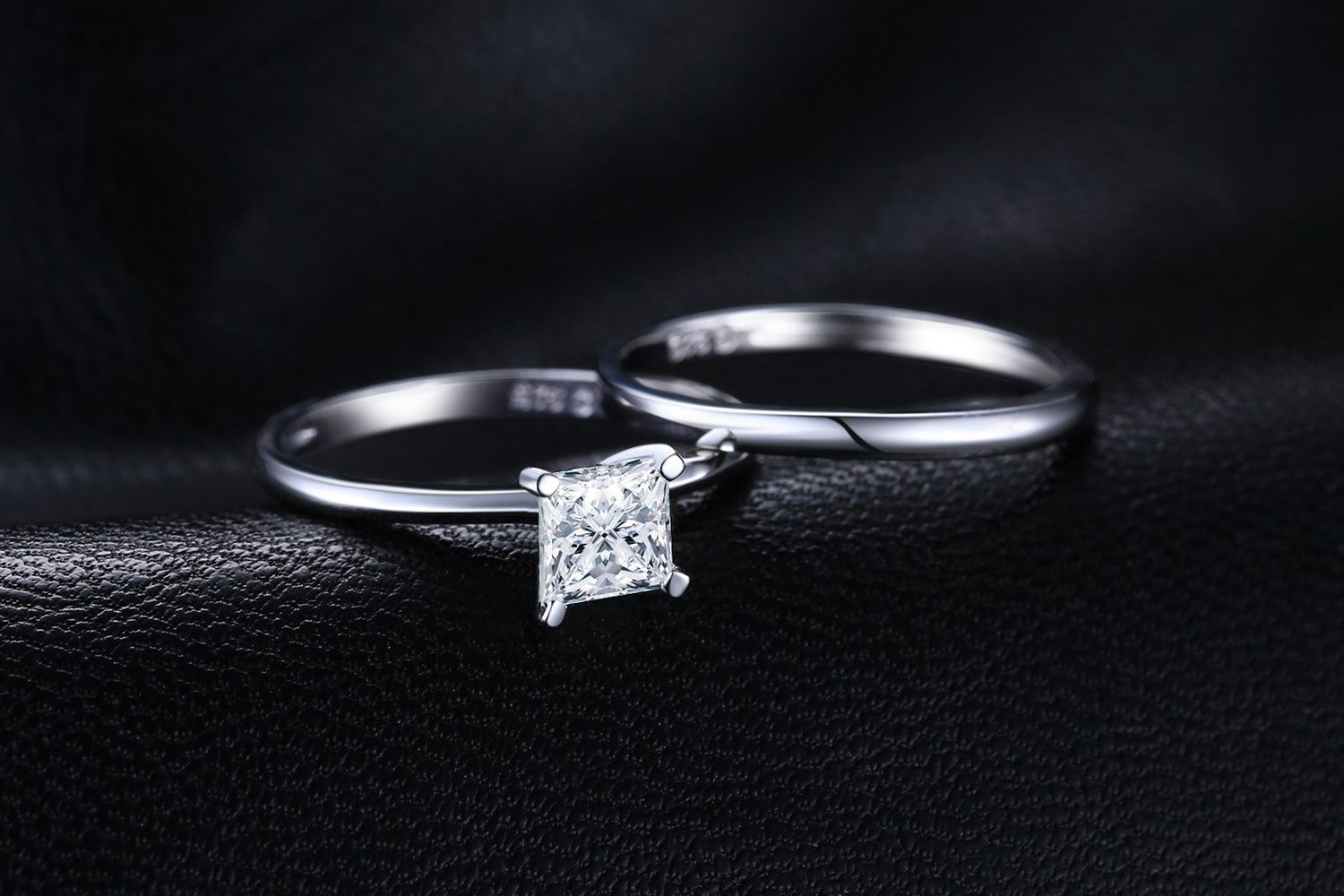 The 6 Best Fake Engagement Rings To Wear When You Travel In 2019