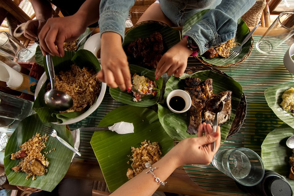 "Filipino food spread ""boodle fight"""