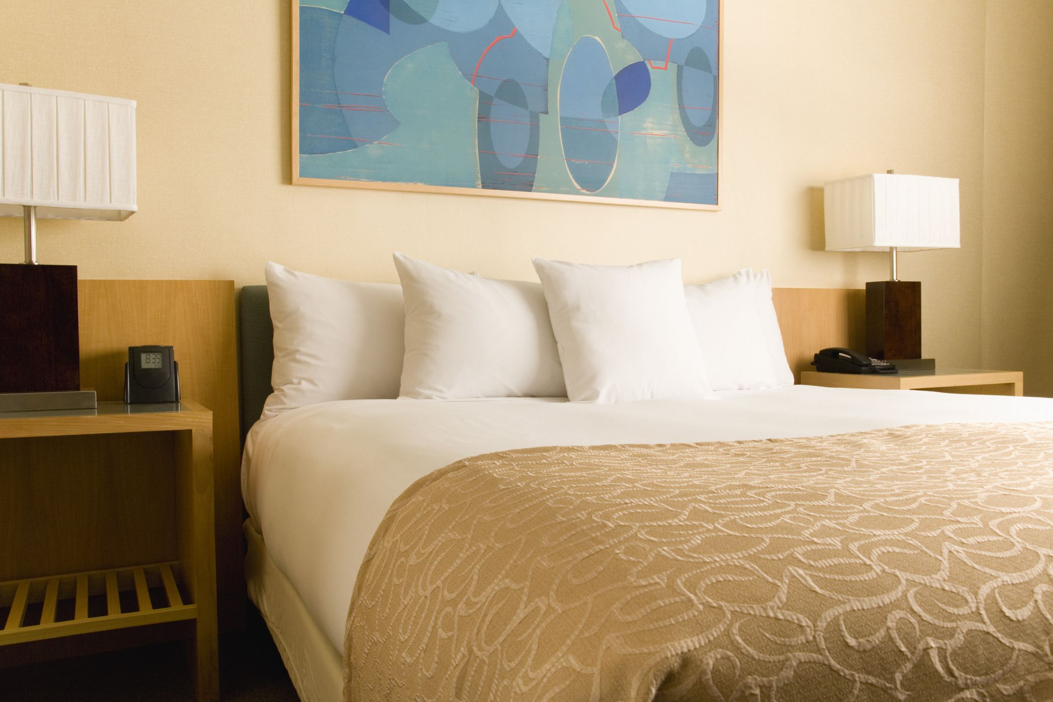 how do you know if there bed bugs in your hotel room