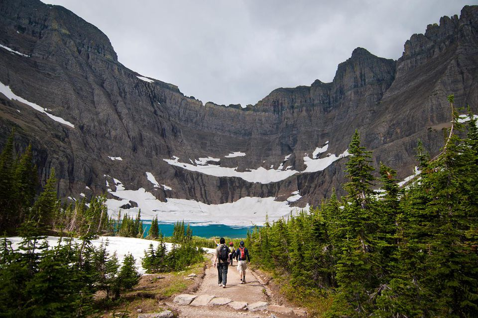 Travellers trekking to Iceberg lake, Glacier National Park, Montana, USA
