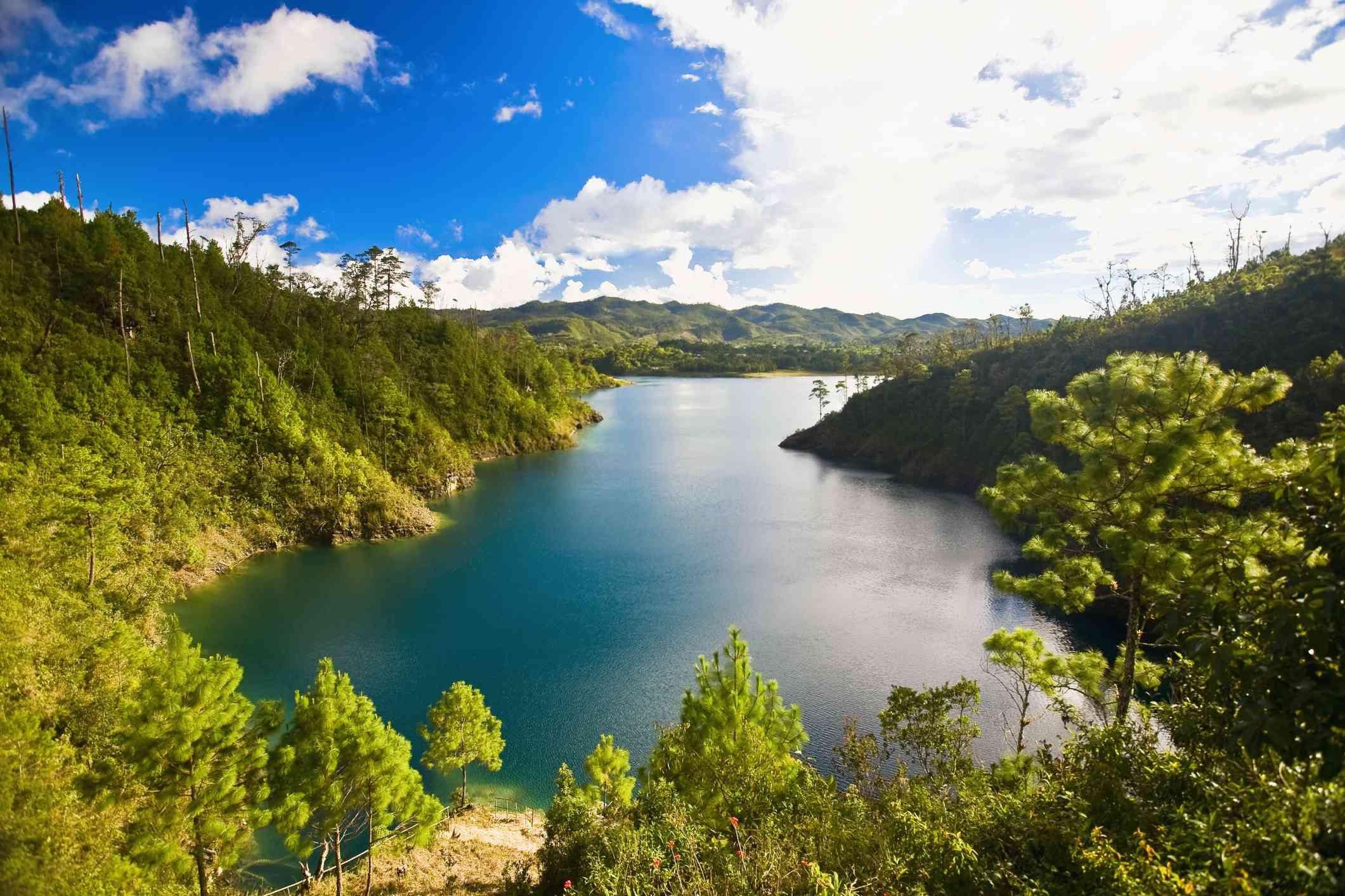 Lake surrounded by mountains, Lagunas De Montebello National Park, Chiapas, Mexico