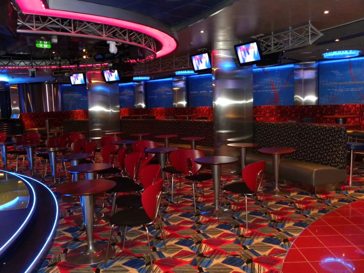 Oasis of the Seas - On Air Karaoke Bar