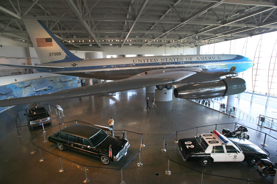 Ronald Reagan Air Force One with motorcade