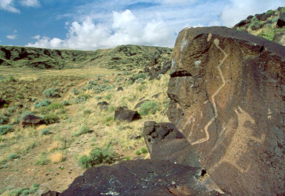 Petroglifo del lobo