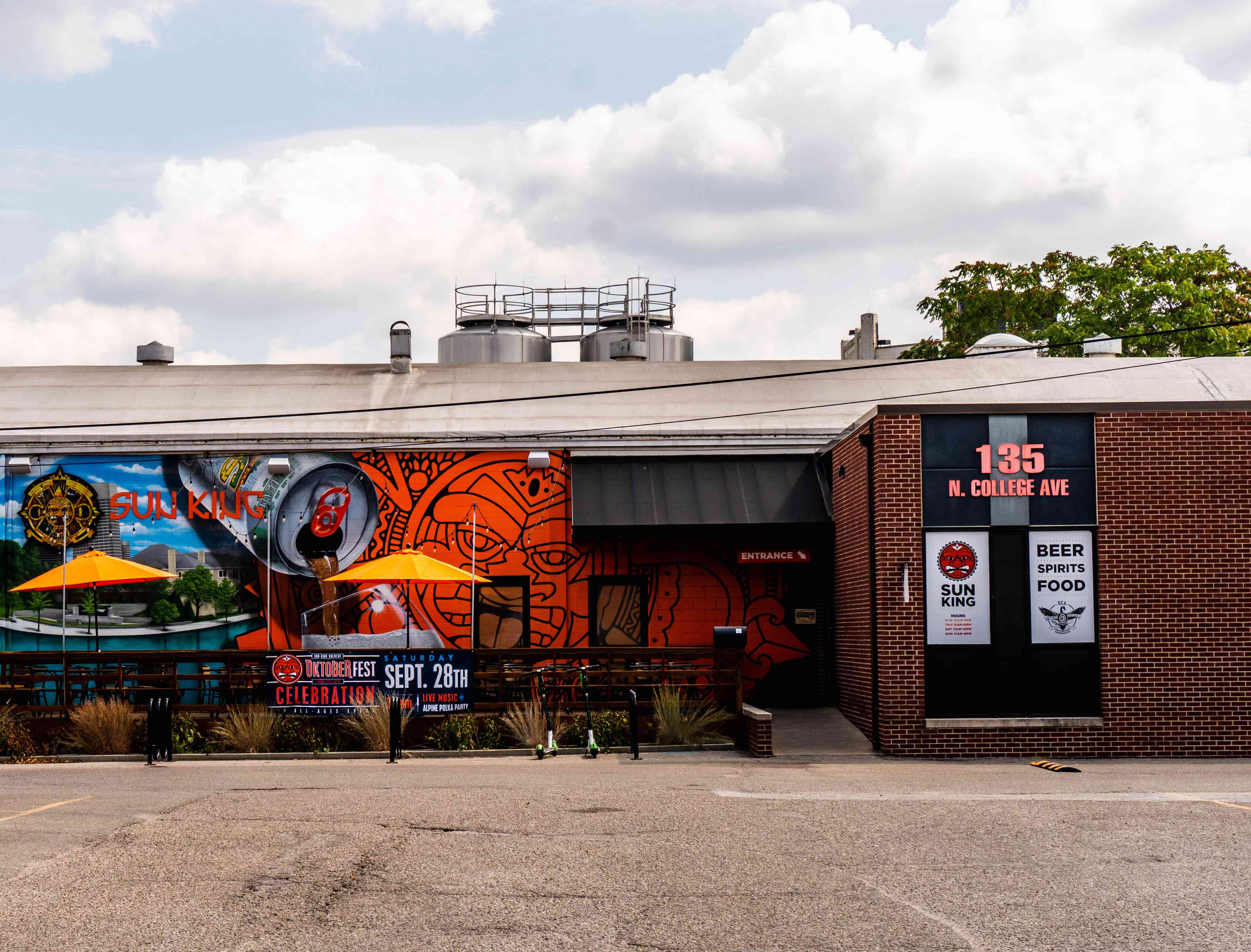 Exterior de la taberna del centro de Indianápolis Sun King Brewing