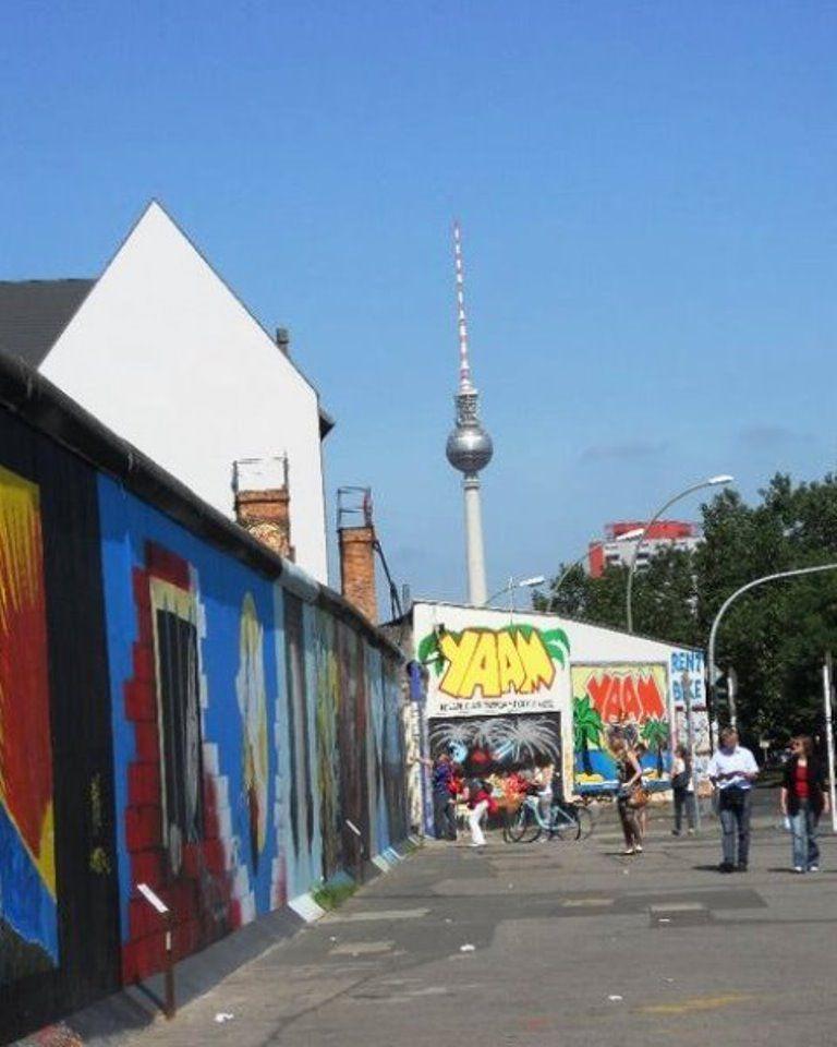 Berlin-wall-people.jpg