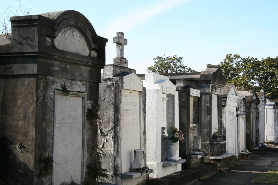 A row of graves in Lafayette Cemetery No. 1