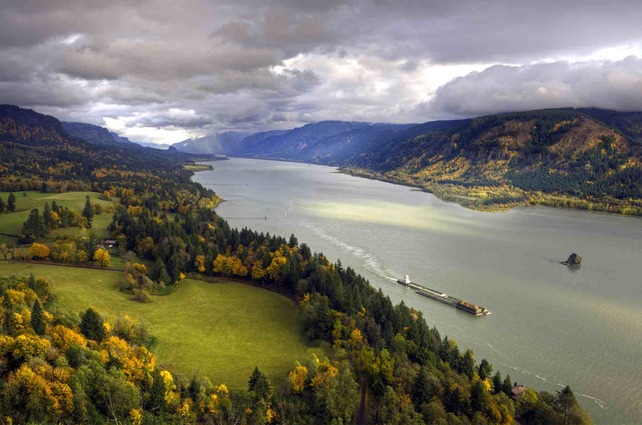 View of the Columbia River from Cape Horn, Skamania County, WA