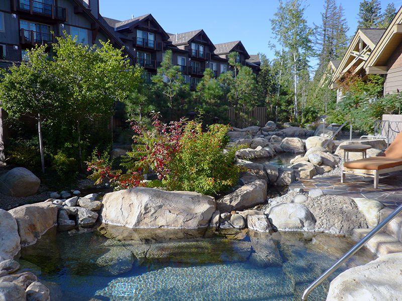 Imagen de piscinas minerales en el Glade Springs Spa de Suncadia Resort © Angela M. Brown (2010)