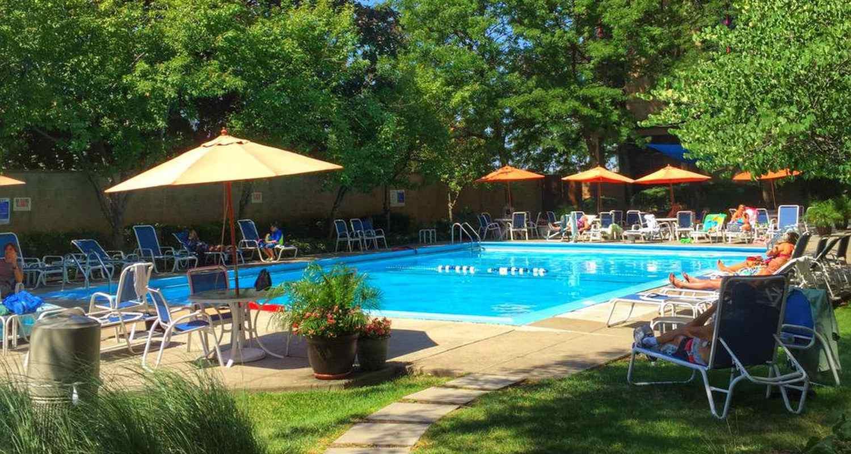 Pool at Courtyard Marriott LaGuardia Airport Hotel