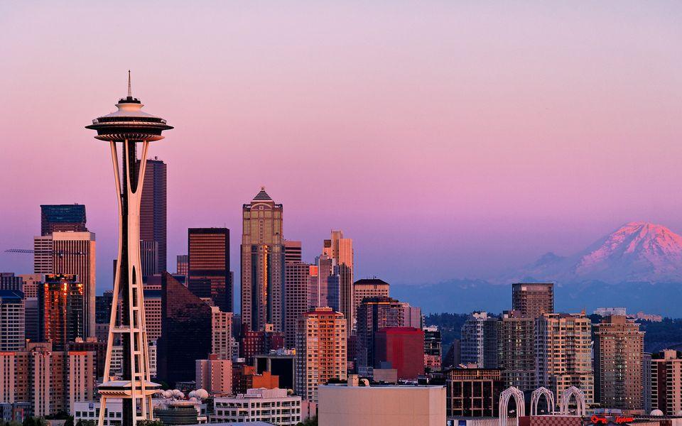 Seattle y Mt Rainier después del atardecer