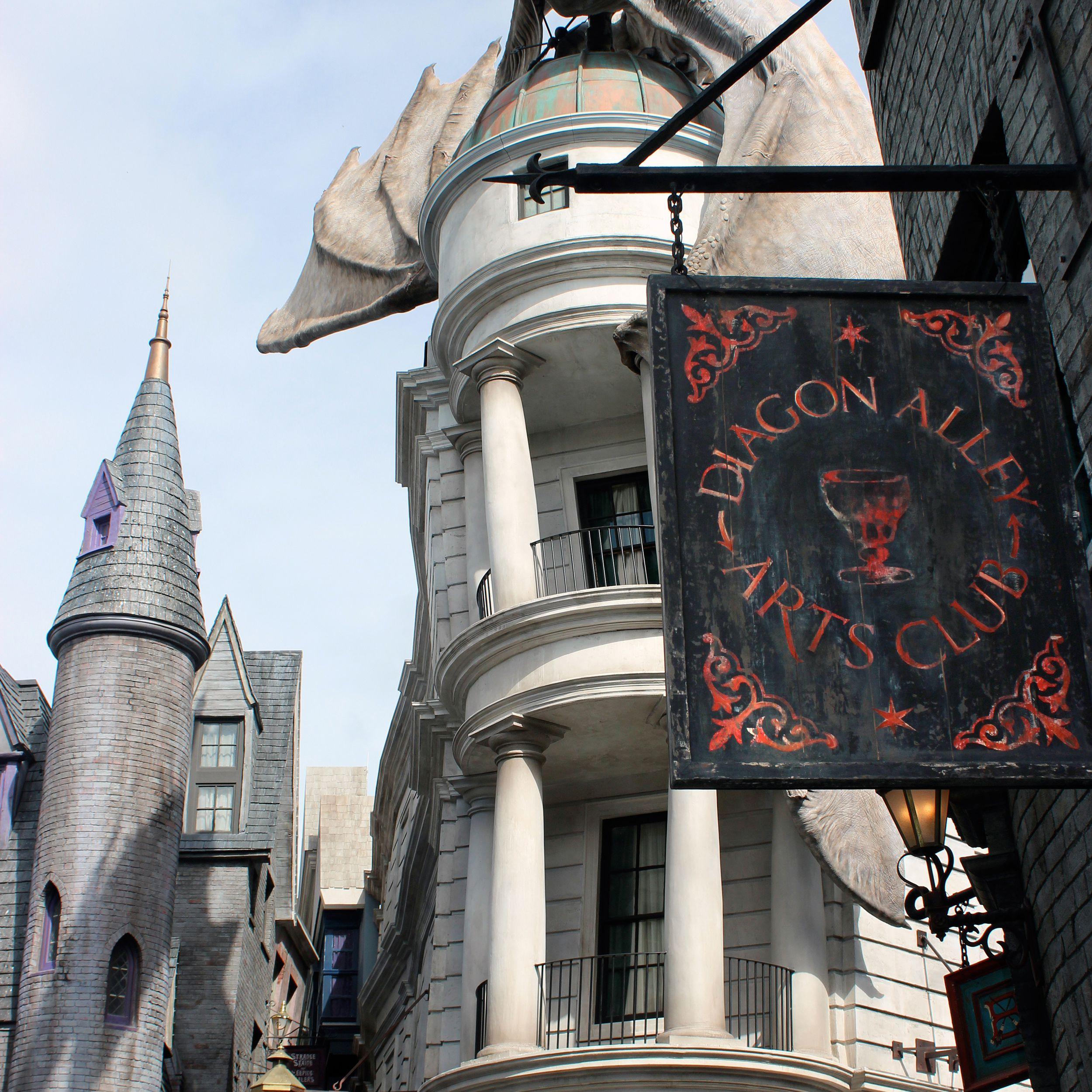 Diagon-Alley-Dragon.jpg