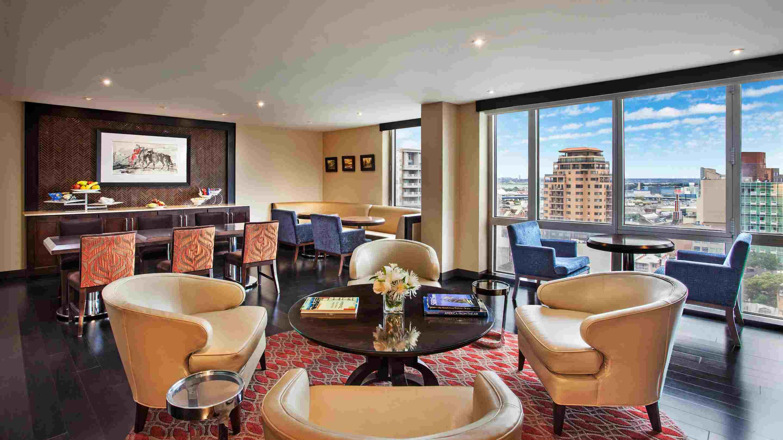 Sheraton LaGuardia East Hotel Lounge