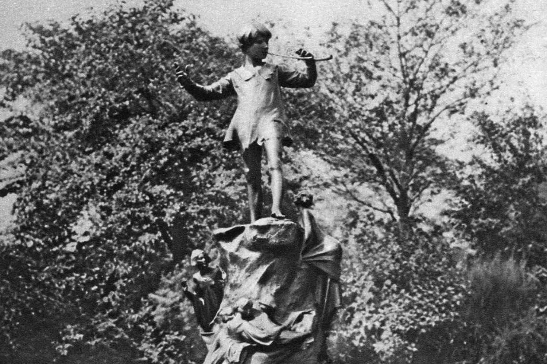 Peter pan statue archival