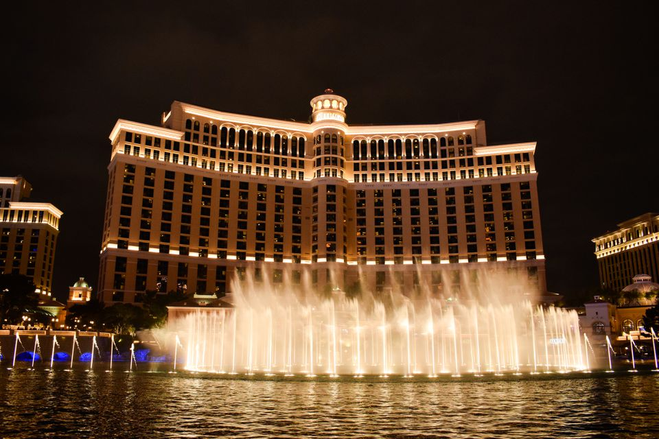 Amazing Bellagio Fountains Water Show at Night in Las Vegas
