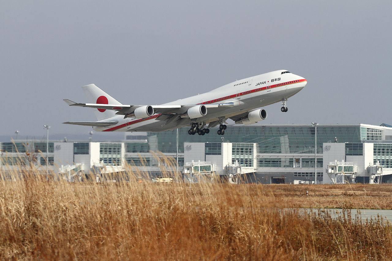 ASDF Boeing 747-400 taking off at Chitose