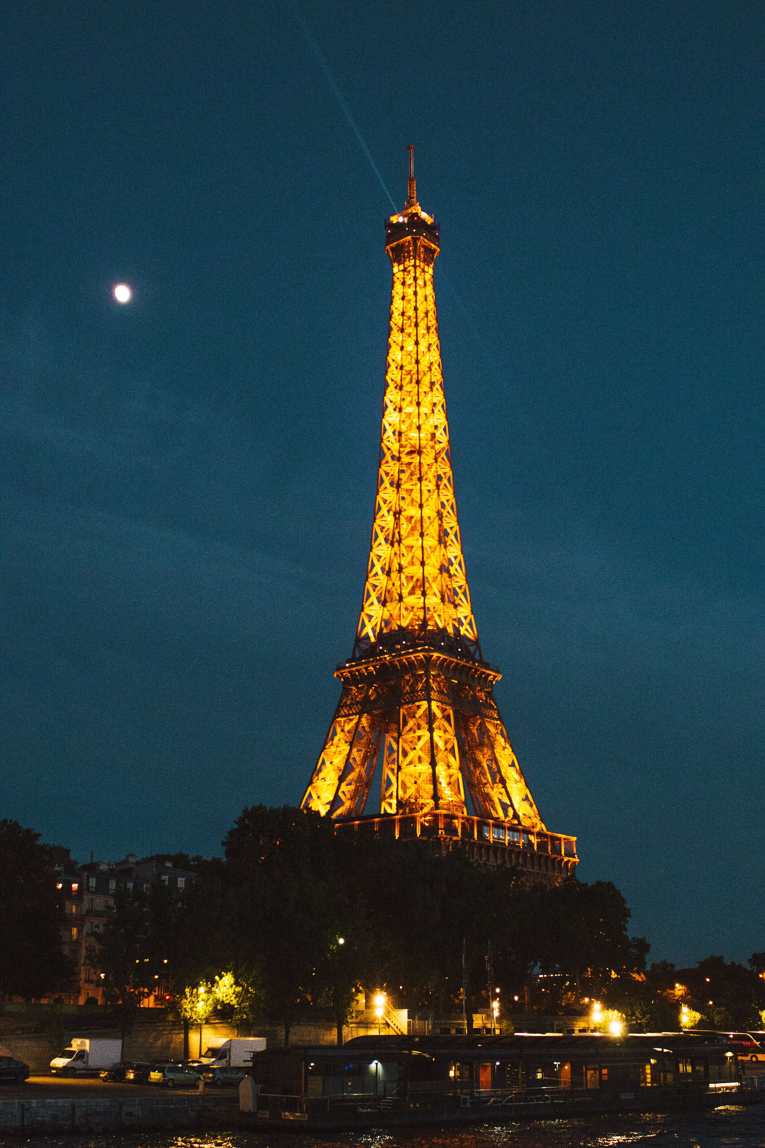 The Eiffel Tower At Night A Complete Guide To The Paris Light Show