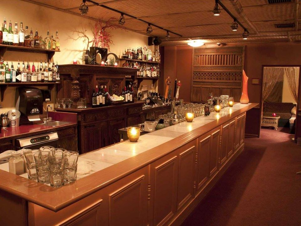 movie theaters that serve alcohol in seattle