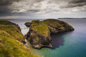 Northern Ireland rope bridge stretching over the Atlantic Ocean to Carrick-a-Rede island