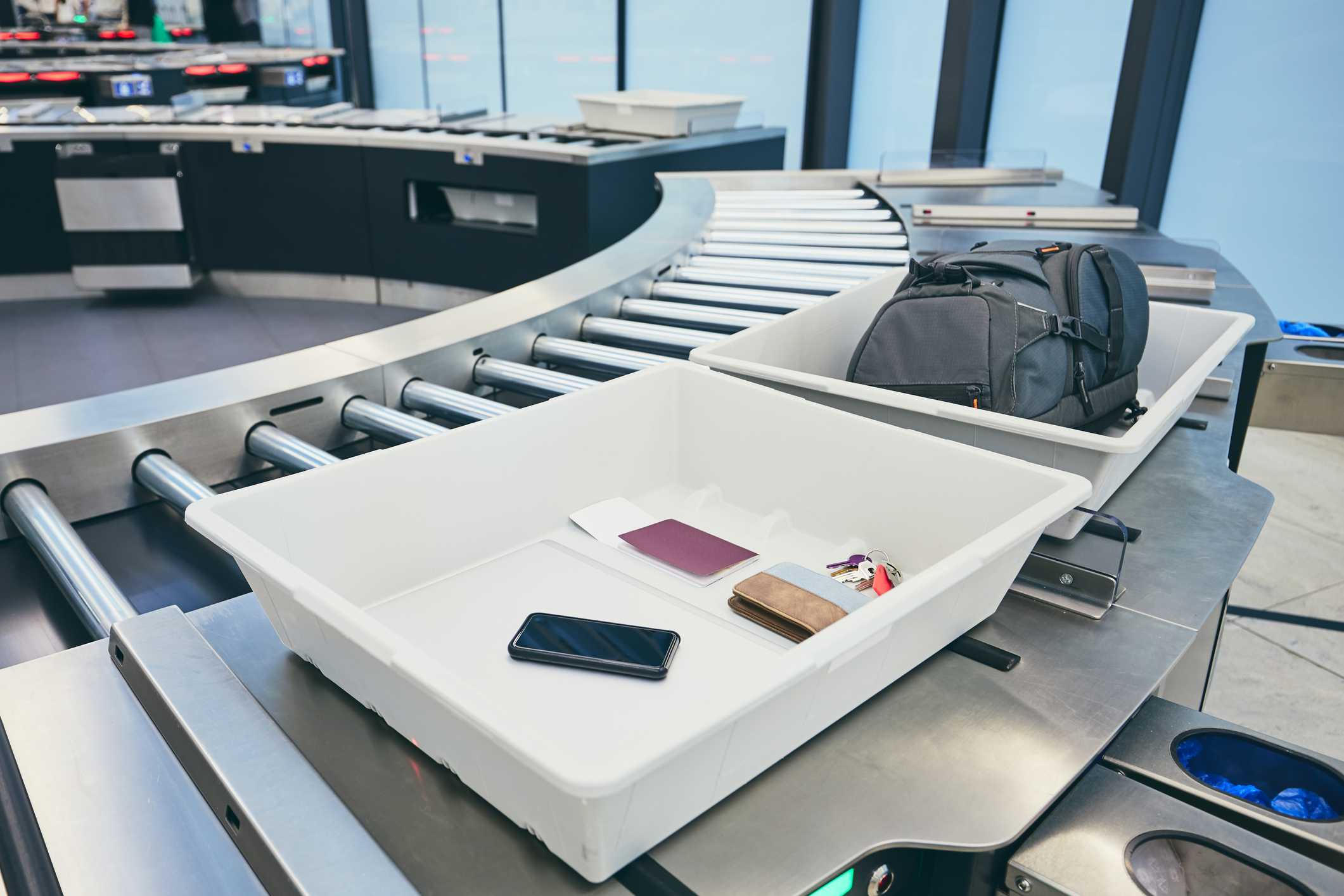 Security baggage screening at the airport