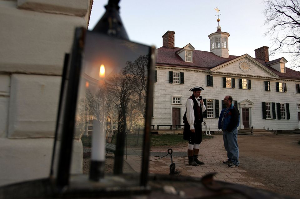 Mount Vernon Prepares For Christmas