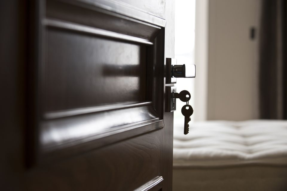 5 Easy Ways To Secure Your Hotel Room