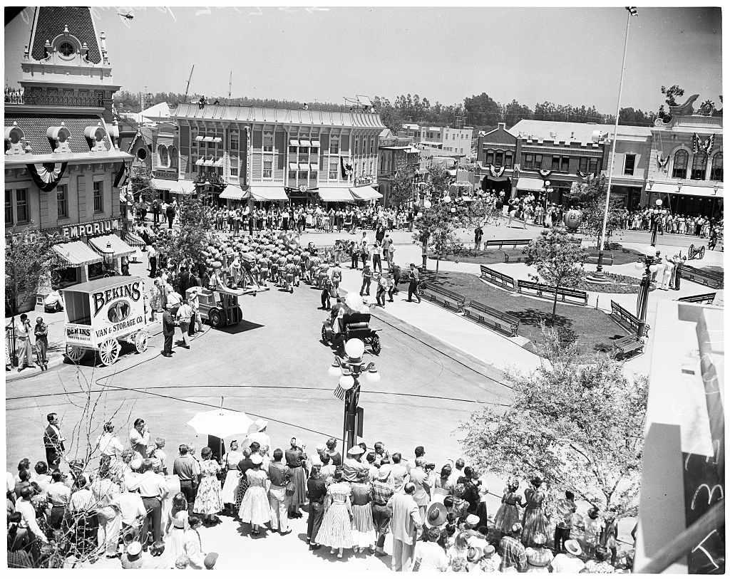 Disneyland Close Historic Calif Bungalow 9: Overview Of Disneyland's Amazing History