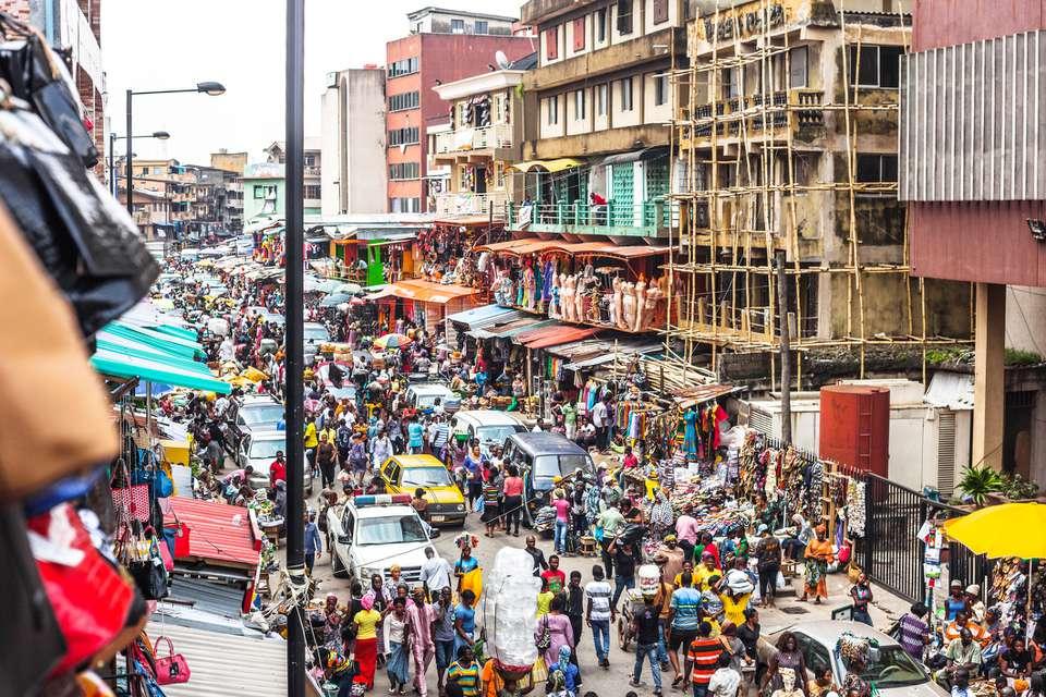 Escena callejera en Lagos, Nigeria