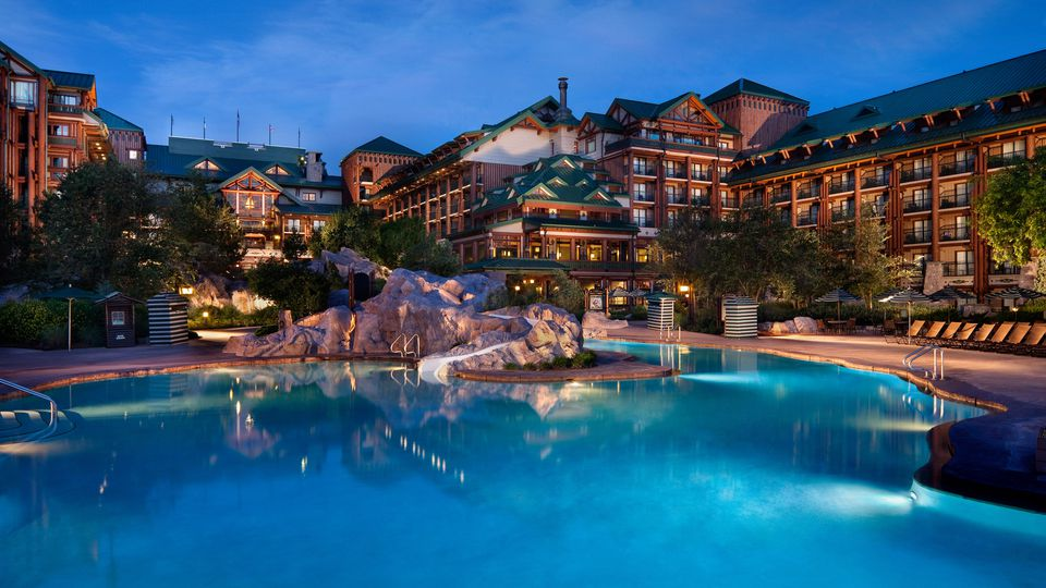 The swimming pool at the Wilderness Lodge