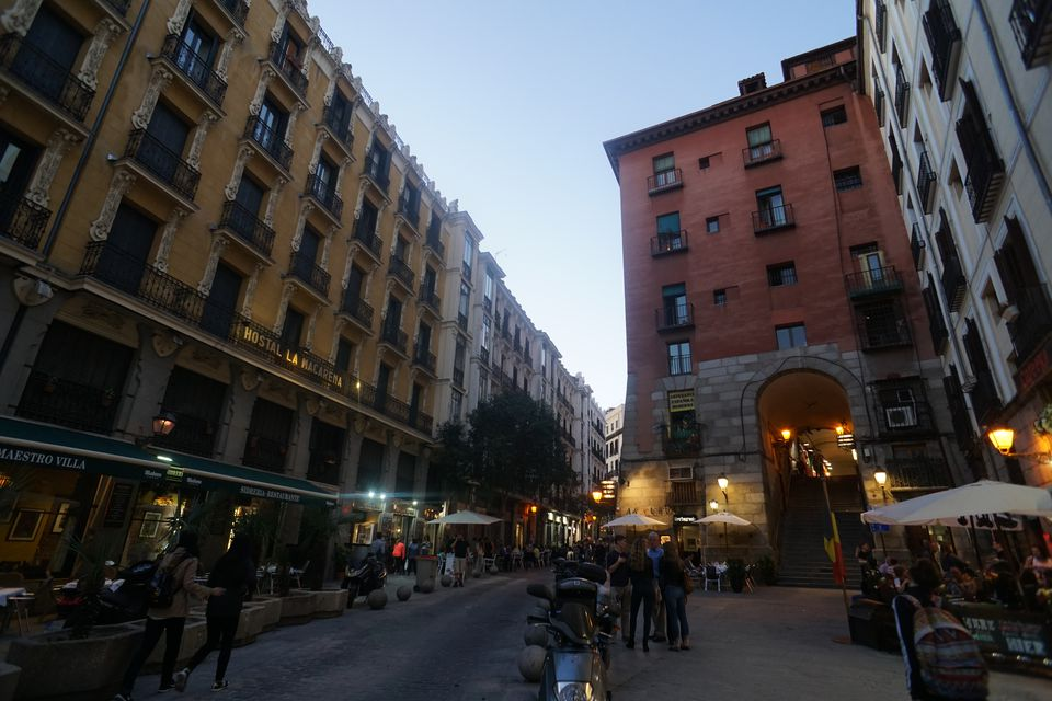 Calle Cuchilleros in Madrid de las Austrias