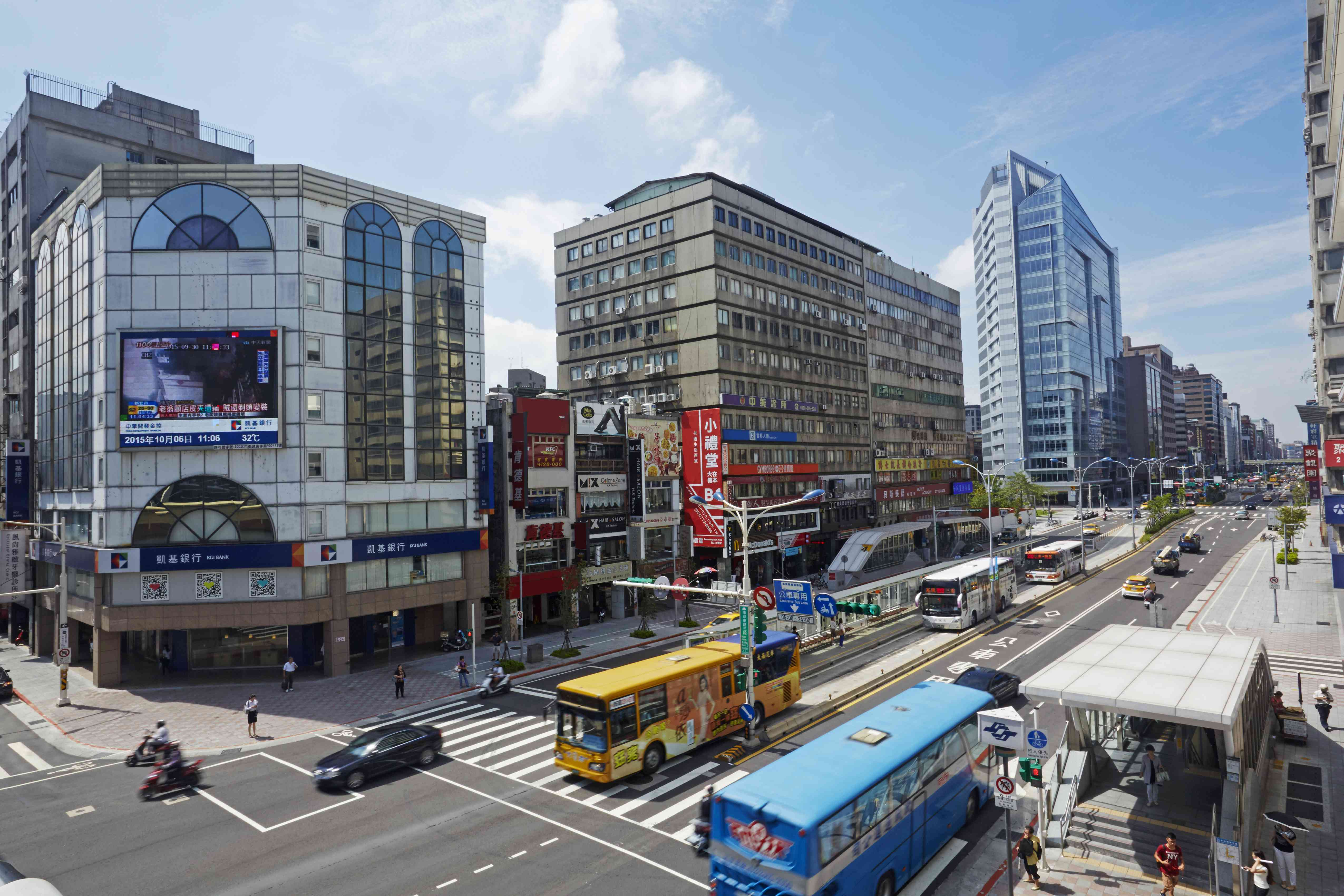 Elevated view of Nanjing East Road in Taipei