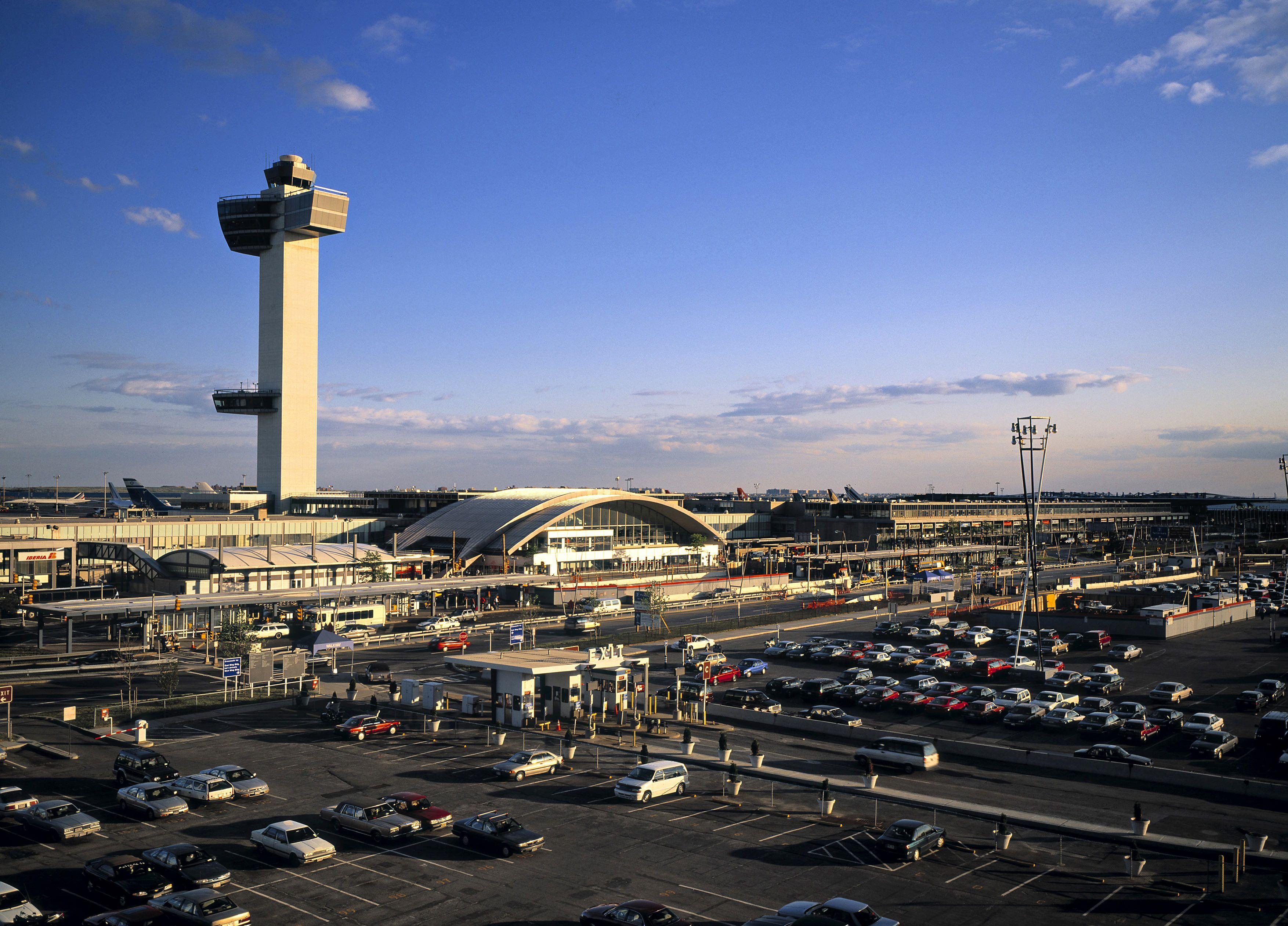 Laguardia airport valet parking