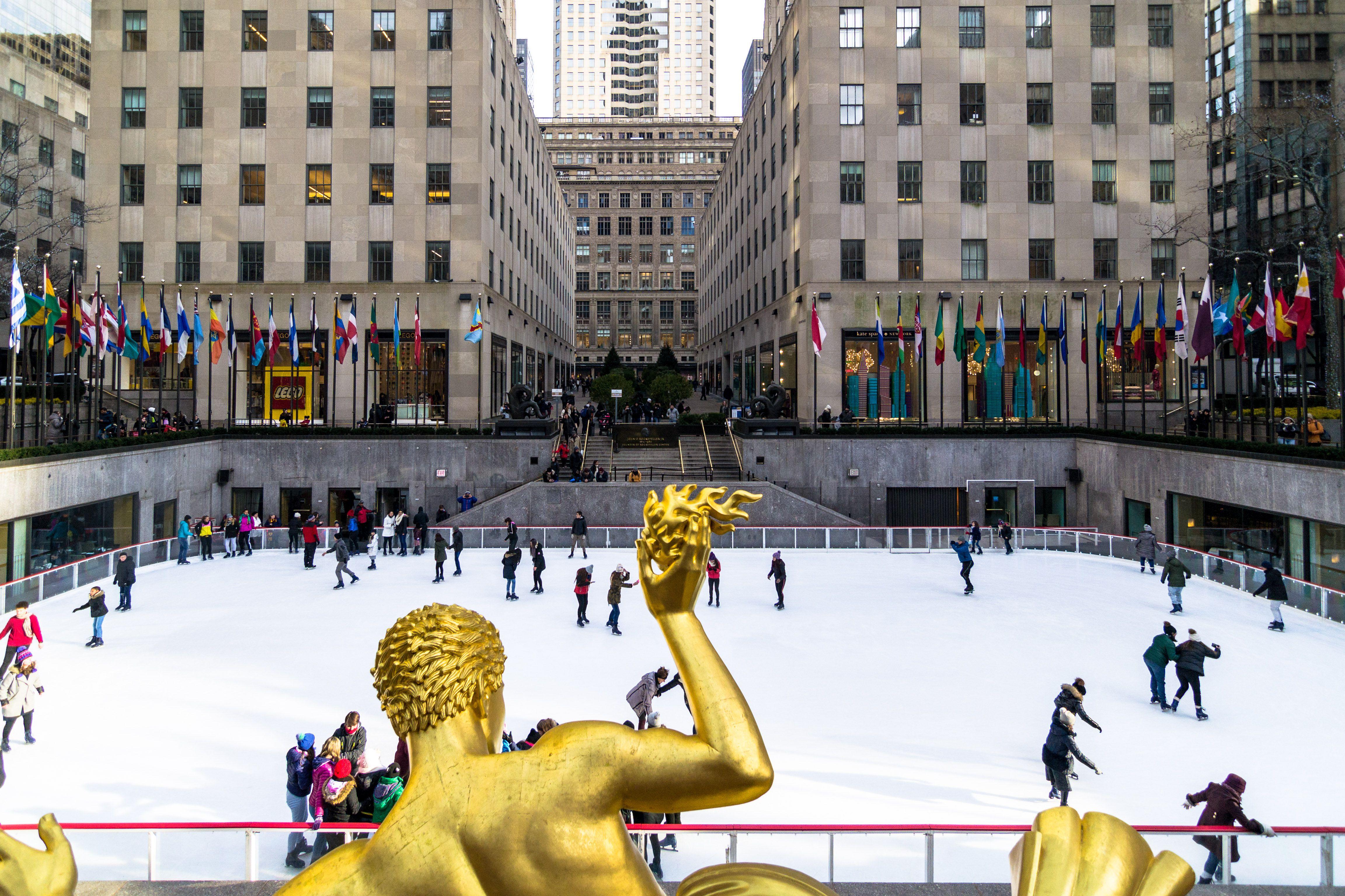 People ice skating at Rockefeller Center