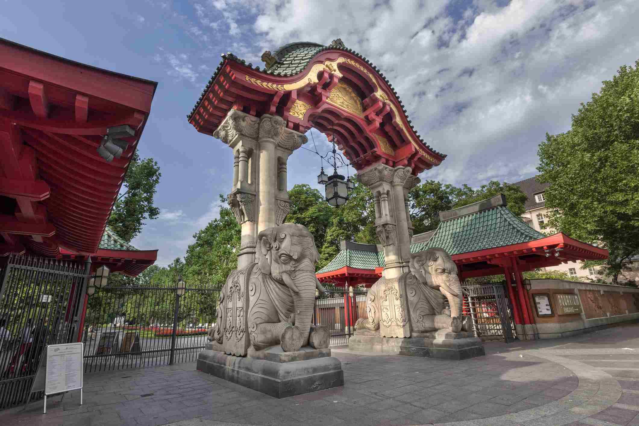 Elephant gate entrance to Zoological Gardens