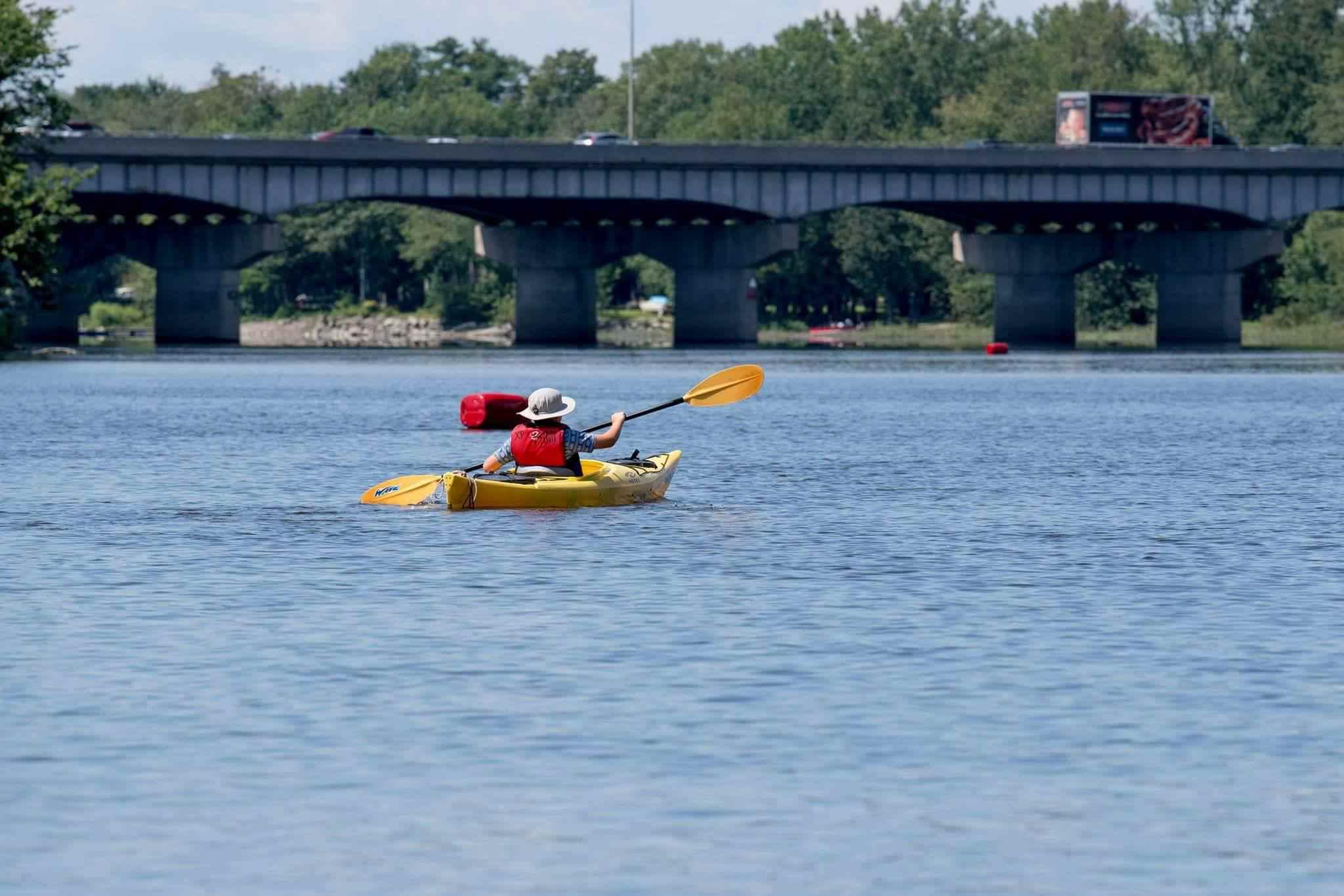person kayaking on a lake in Parc de la Rivière-des-Mille-Îles